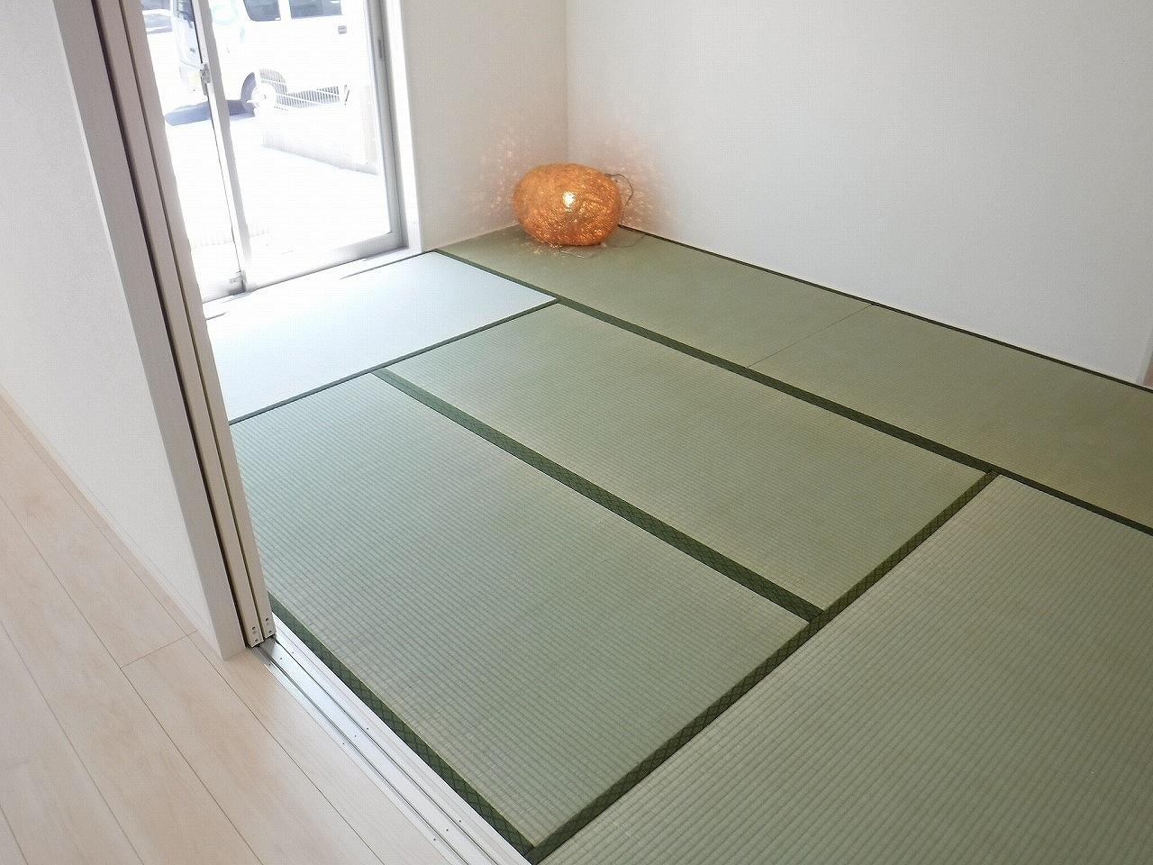 小さなお子様のいる方におすすめ♪リビング横に和室のあるタイプの間取りです♪ 施工事例。実際のものと異なります。