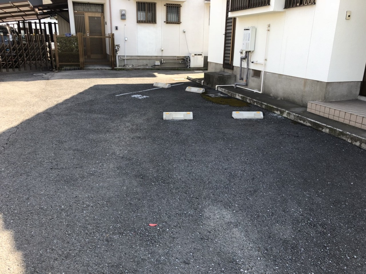 駐車場は広々4台以上可能です。