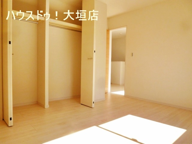 南向きの主寝室は約6帖。 収納量充実のクローゼット☆