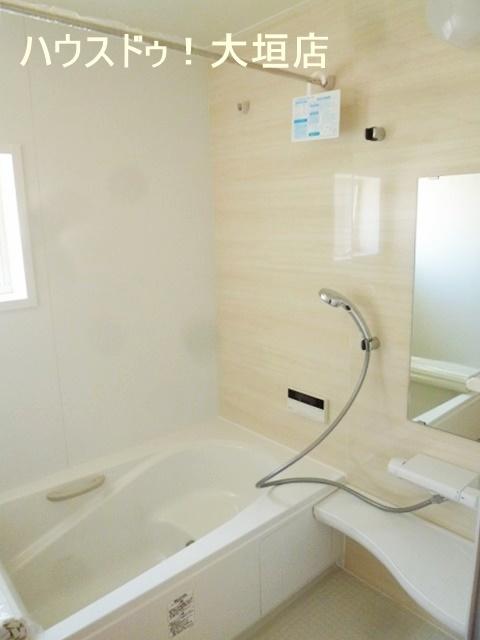 浴室乾燥機付き!! 雨の日のお洗濯物にも重宝します♪