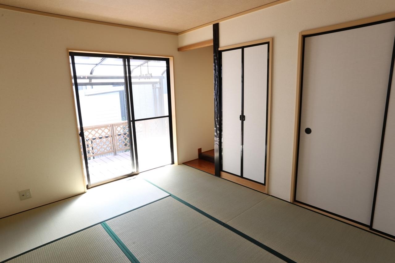 日本的な和室で陽当たり良好です♪