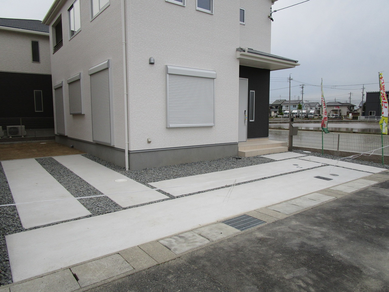 【同社施工例】2台分の駐車スペースです