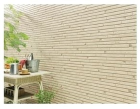 外壁仕上げ材は窯業系サイディング。裏面に付着した汚れが、雨水によって流れ落ちやすい「防汚機能付きサイディング」を採用。外壁の美しさが長持ちします。