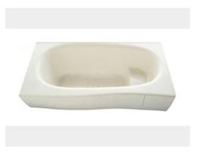 浴槽は環境にやさしい節水タイプ。 浴槽内ステップで半身浴や親子入浴もたのしめます。