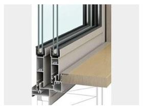 サッシと窓枠のつなぎ目に、結露に強い「樹脂アングル」が使われています。 結露による窓枠の汚れやカビの発生を軽減でき、お手入れがラクになります。