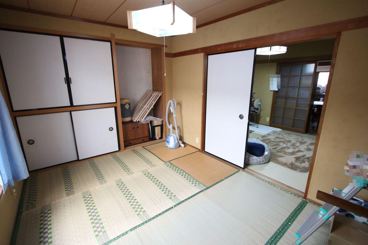【1階6帖和室】 押入があり、寝室や客間としても 重宝します。