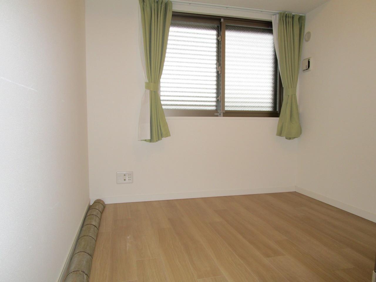 北側洋室です。室内大変綺麗に使用されています。