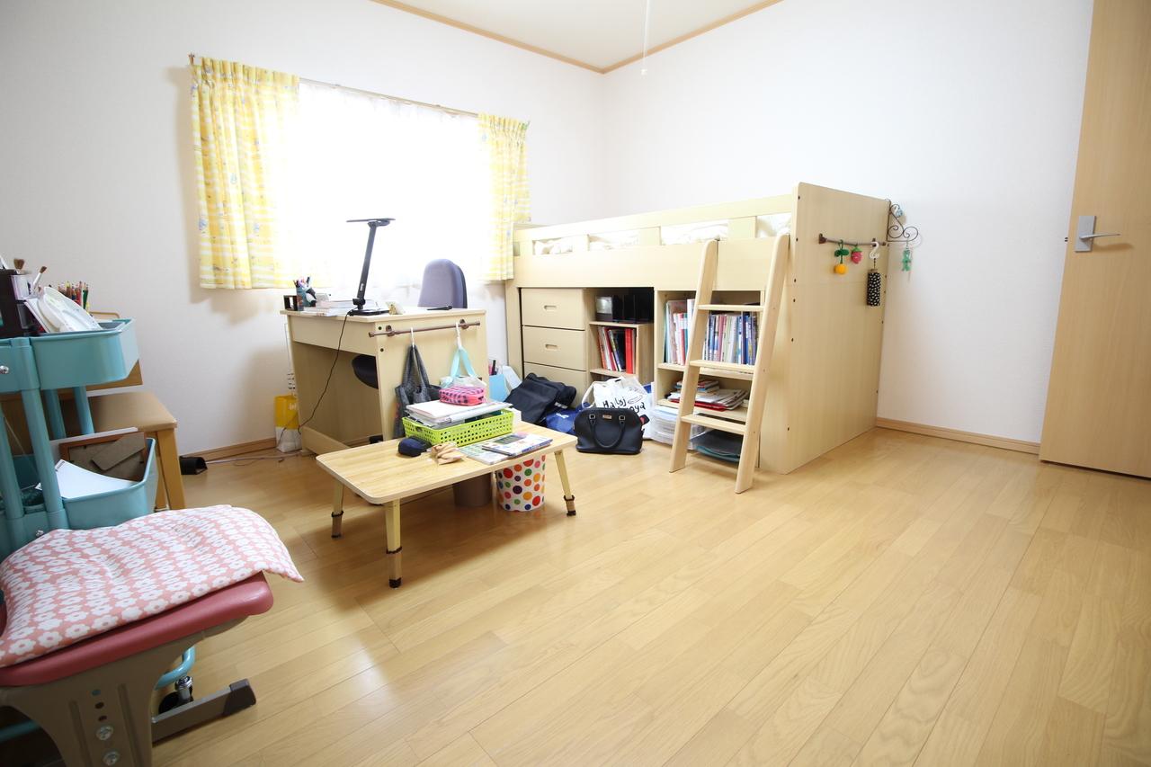 *2階洋室*