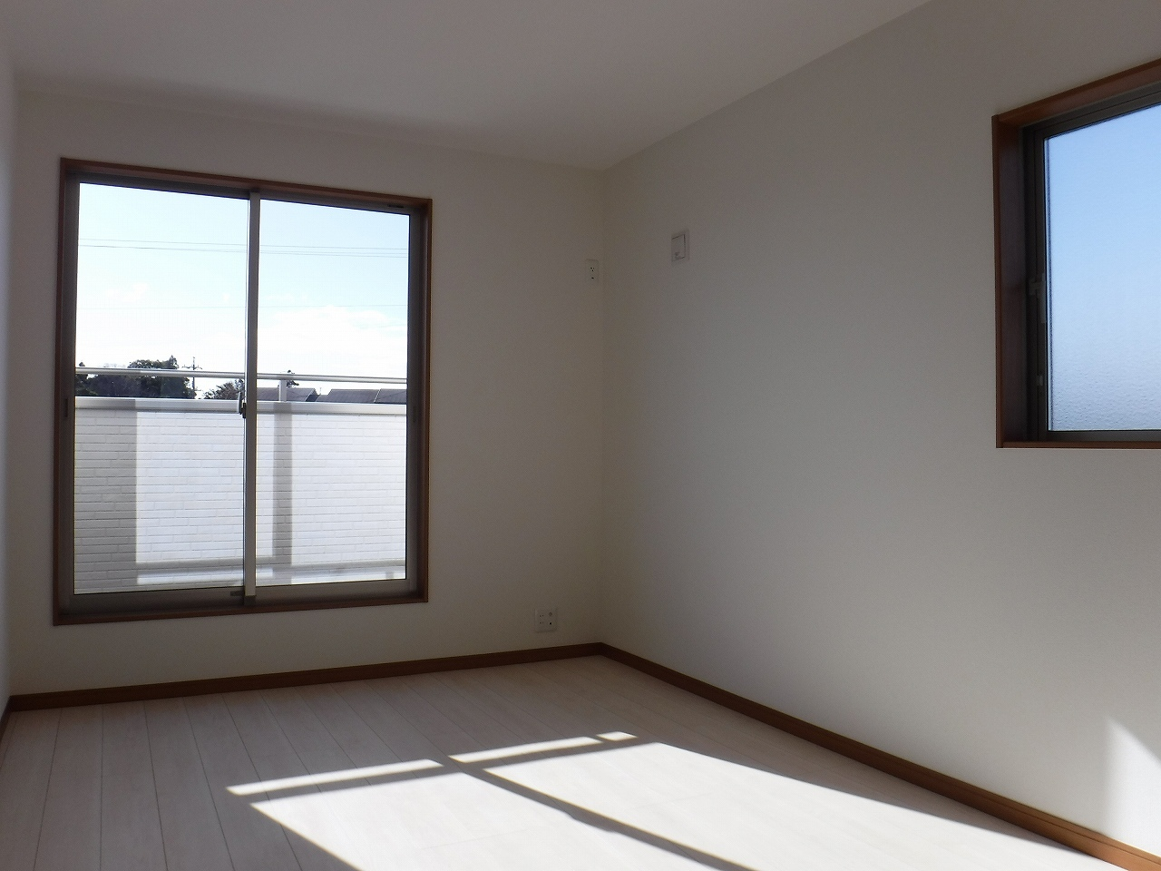 ゆとりある約9帖の主寝室!施工事例。実際のものと異なります。