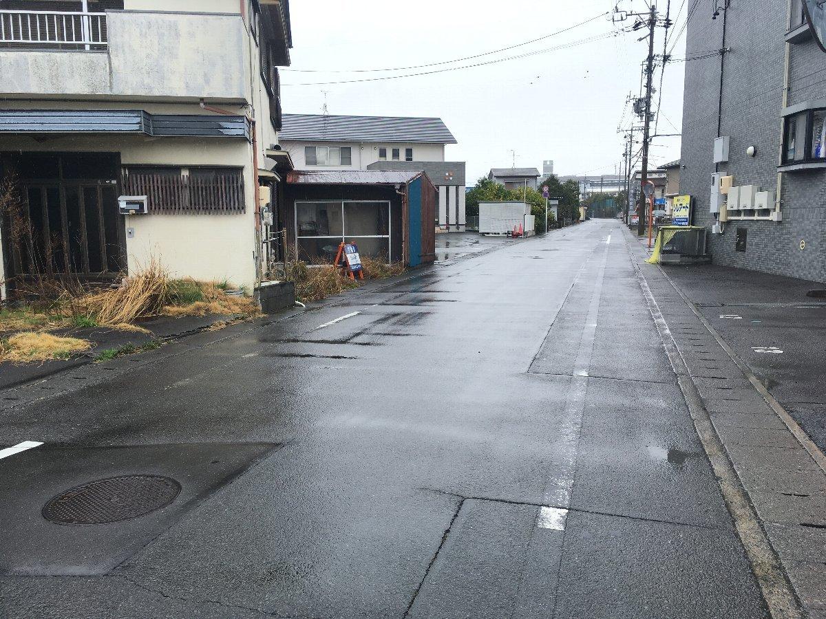 東側接道 道路幅6.6メートル