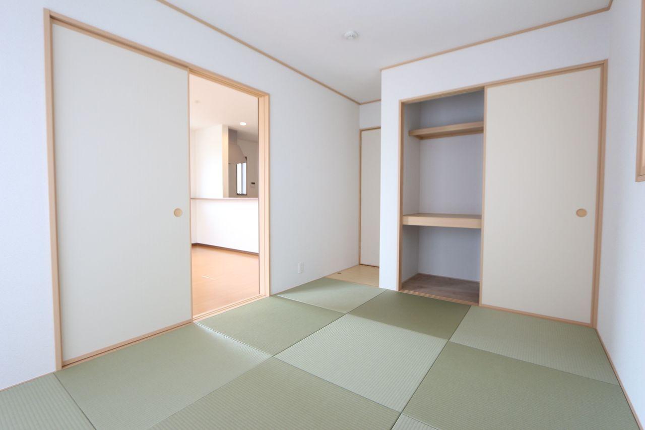 押入れのある和室は寝室や客間として 大変便利にご利用頂けます。 (同仕様)