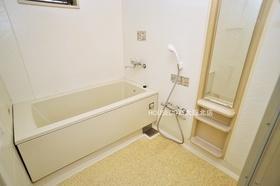 毎日の疲れを癒す快適なバスルーム。広さがありお子様との入浴もゆとりができそうです。