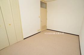 6.7帖の洋室部分。 広々しておりベッドを置いても窮屈になりません♪