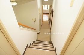 洋室部分が高くなっており室内に階段のあるお家です♪