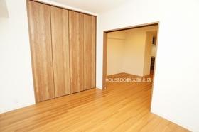 6帖の洋室部分。 6帖あるのでベッドを置いても窮屈になりません♪  月々3万円台からのお支払いも可能! 現在の家賃と比べてみて下さい♪