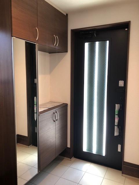 物で溢れがちな玄関も、たっぷり収納可能な玄関収納でスッキリ快適♪