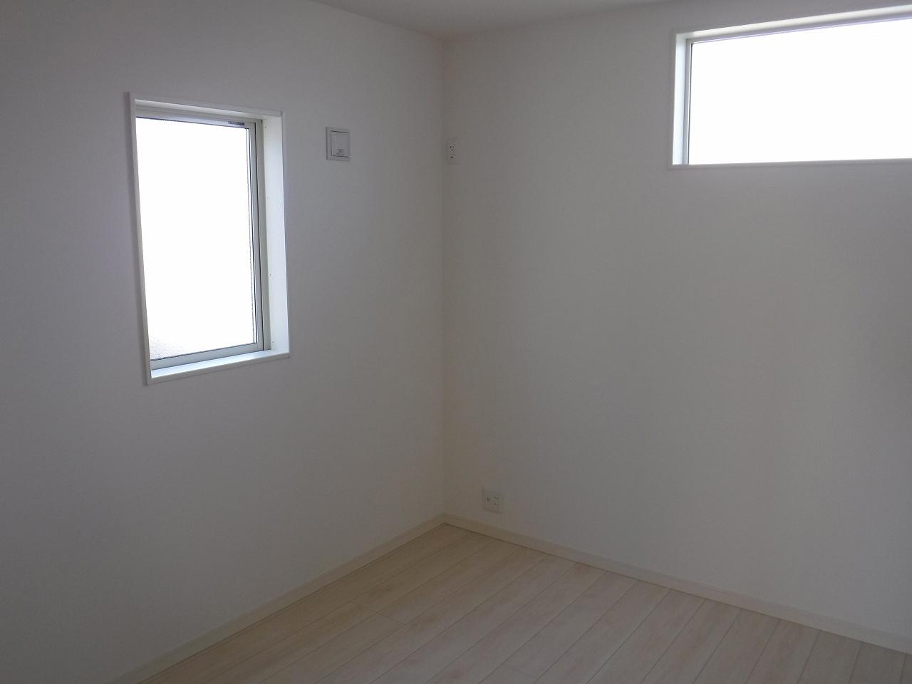 約7.5帖の北側洋室!施工事例。実際のものと異なります。