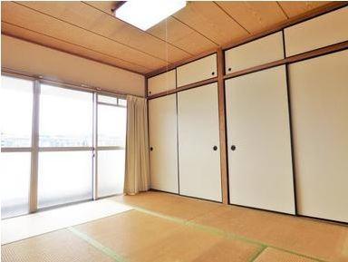和室は南向きなので日当り良好です。 収納もとっても大きいですね。
