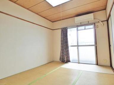 和室は南向きなので日当り良好です。