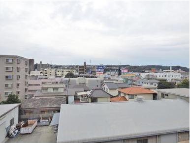 バルコニーからの眺望写真です。197号線からも近くとっても便利な立地となっています。