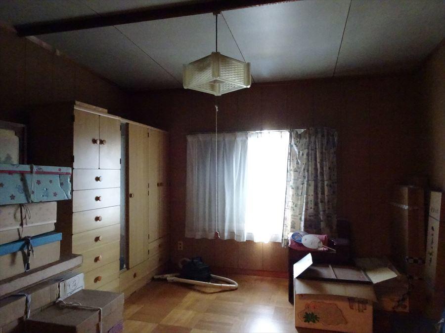 2階洋室です。階段を上がってすぐのお部屋になります。 (2018年3月12日撮影)