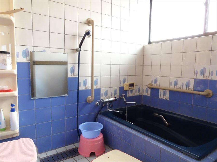 浴室もリフォームが可能です。 もちろんそのままでもお使いいただけます。 (2018年3月12日撮影)