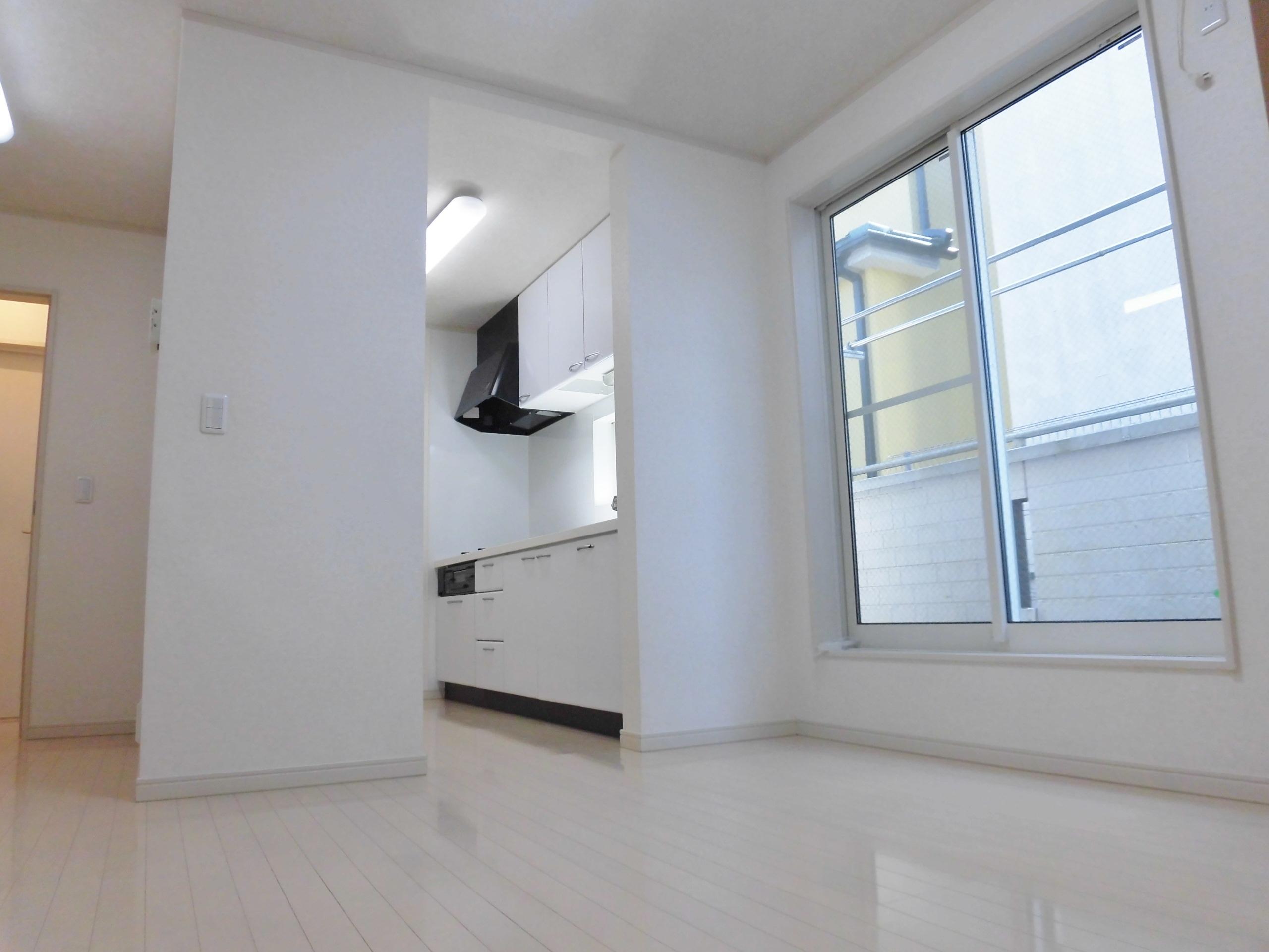 【外観写真】 LDK10.75帖のお部屋です。リビングは勿論、キッチンには窓がしっかりとあります!