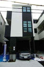 【外観写真】 上棟しました!家の形がだんだん見えてきました♪