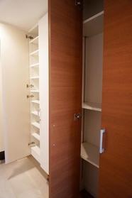 玄関収納も大型なので お靴もすっきり片付きます  玄関が綺麗だと 気持ちがいいですよね