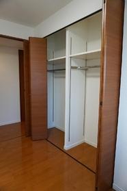 全居室収納があるので 収納家具でお部屋が 狭くなる心配もございません