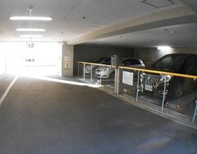 駐車場は月額7000円から15000円です  現在空き有ですよ