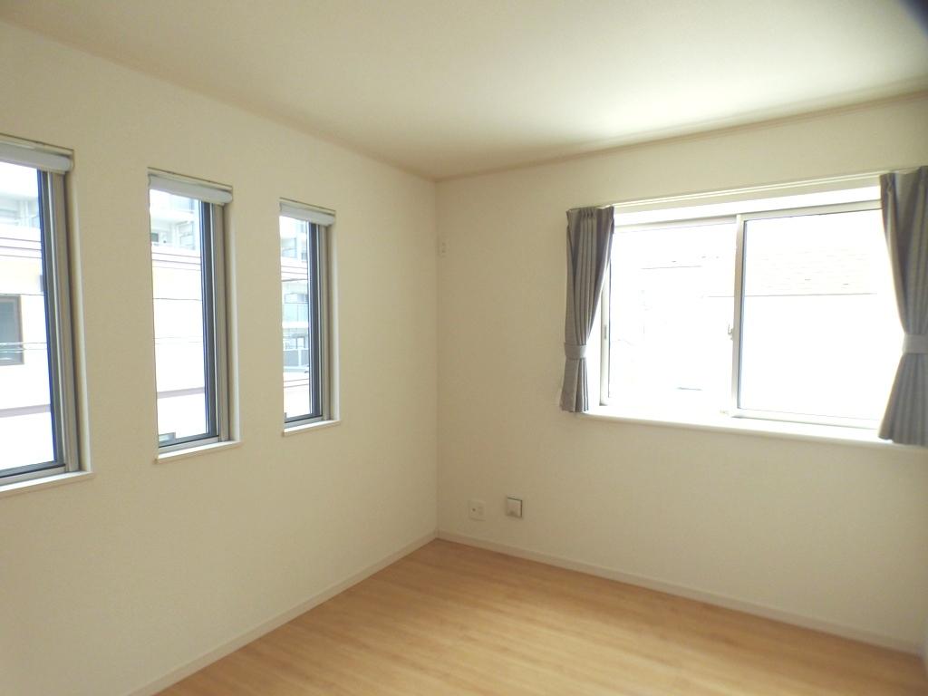 ◎洋室(3/24撮影) 全居室6帖以上なので、家具を置いても十分なスペースを確保できるゆとりの住空間!
