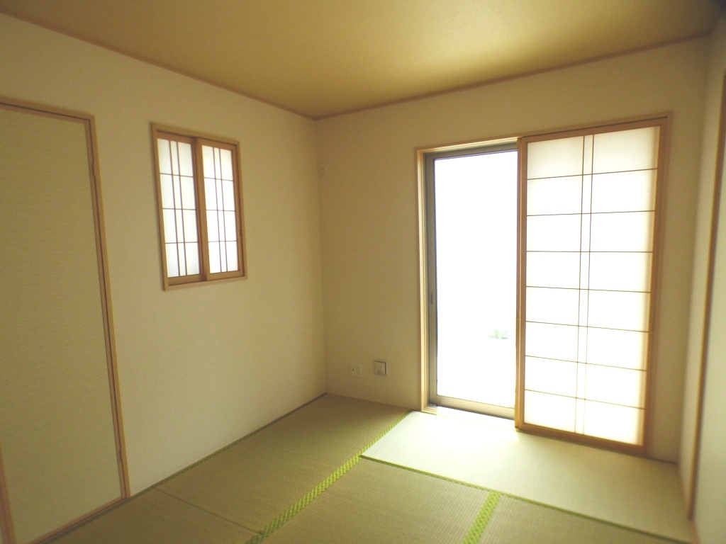 ◎洋室(3/24撮影) 全居室南向きで、まんべんなく陽射しの差し込む住まいに。