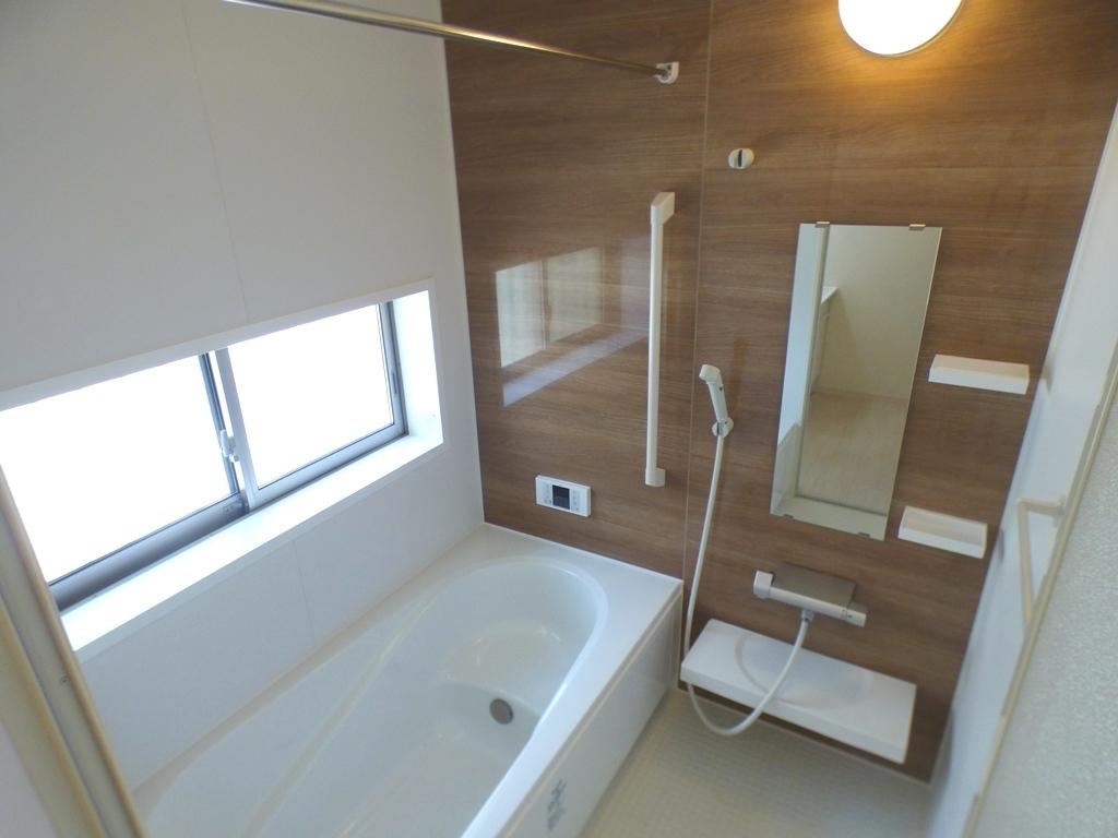 ◎浴室(3/24撮影) 浴室は防カビコーティングを施しています。 雨の日や、花粉の時期のお洗濯にうれしい浴室乾燥機付です!