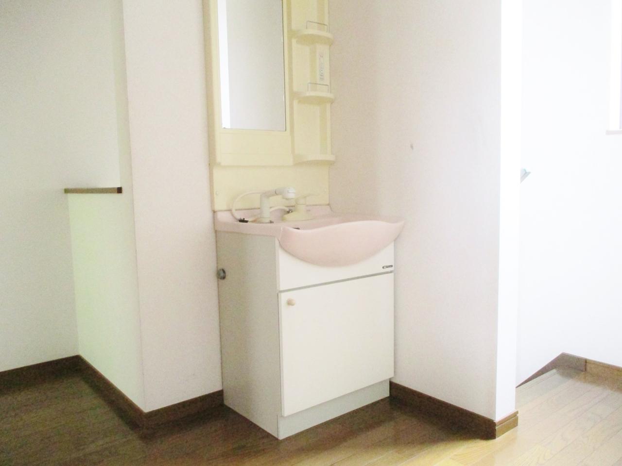 2階にも洗面台があります!