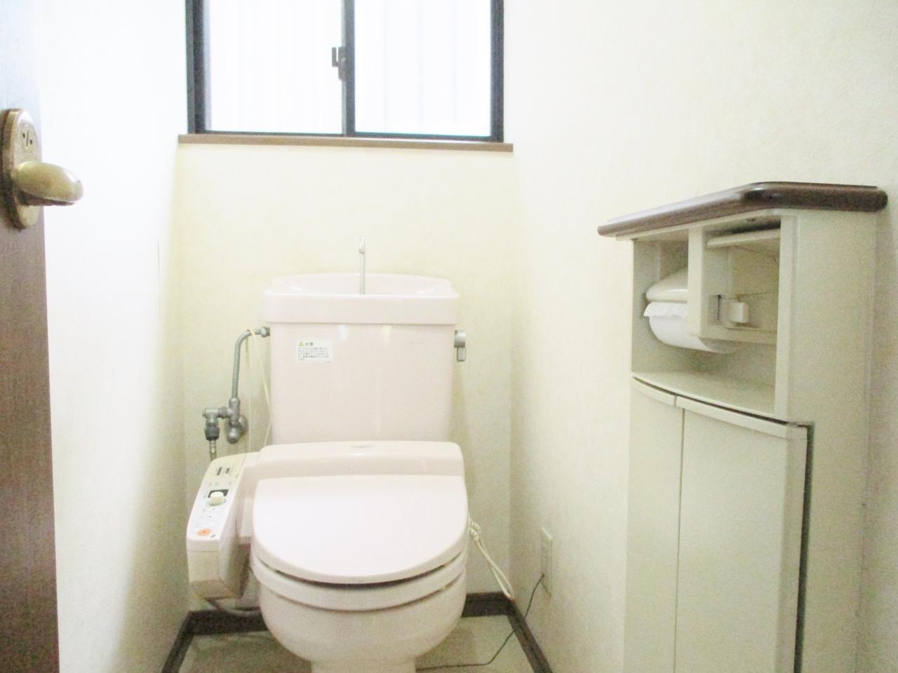1階トイレはウォシュレット機能付で清潔・快適