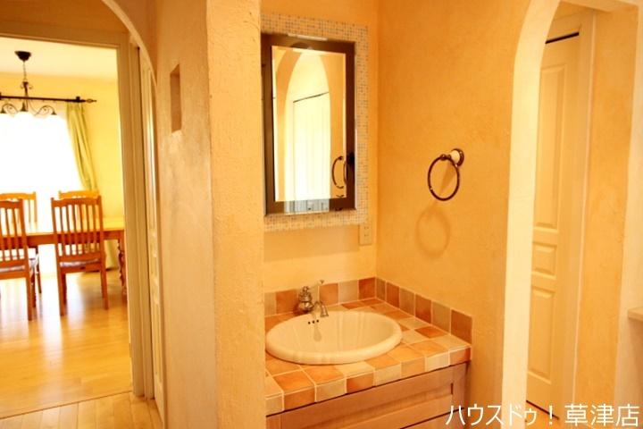 1階のお手洗いスペースになります。玄関の近くにあるので嬉しいですね♪
