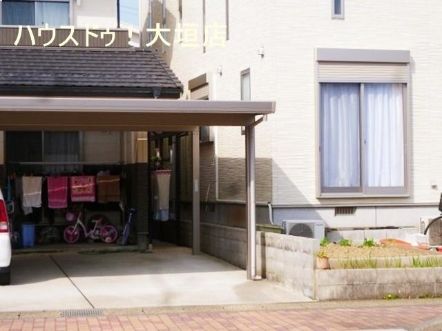 役場、郵便局、銀行、スーパーが徒歩10分圏内と生活環境が整っています。