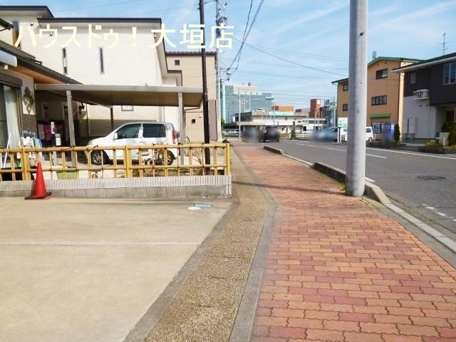 神戸町役場まで徒歩2分(約130m)と便利です。