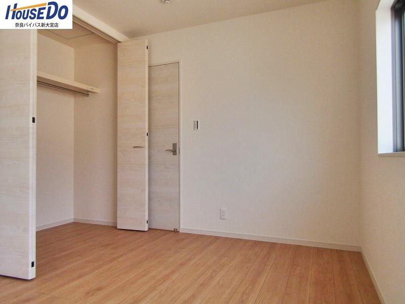 同社施工例 すべてのお部屋に収納スペースがあります。整理しやすいだけでなく、使い勝手もいいですよ♪