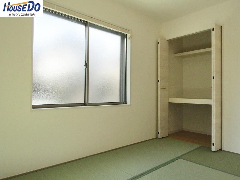 同社施工例 リビングに隣接する洋風和室は、和の空間の良さはそのままに、リビングとも調和します。