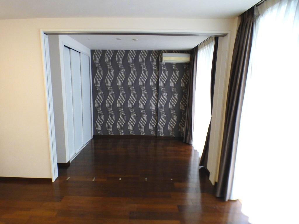 ◎5.6帖の洋室(3/26撮影) リビング横の洋室の扉は開閉可能! 2LDKにも、1LDKとしてもご利用いただけます!
