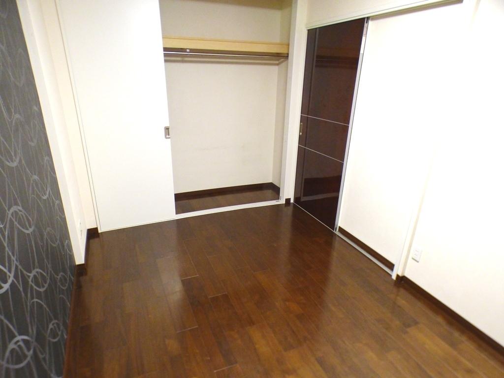 ◎6帖洋室の収納(3/26撮影) 大容量のクローゼット!たっぷりの収納スペースで快適に暮らせそうです 。