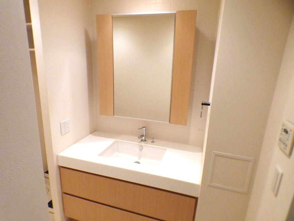 ◎洗面台(3/26撮影) ご家族そろって身支度可能なゆとりの洗面台。