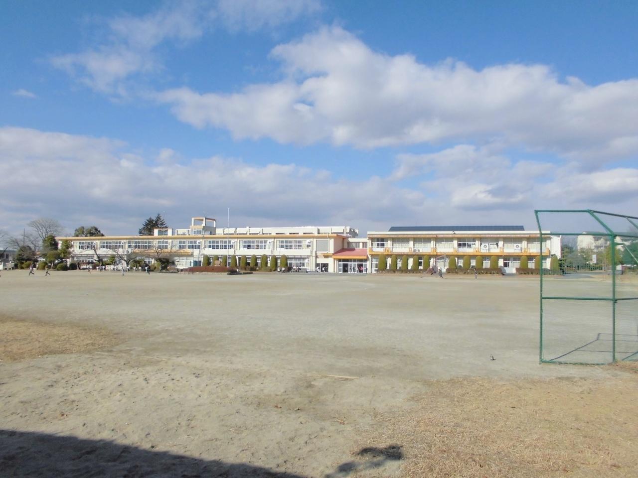 篠岡小学校まで約330m(徒歩5分)