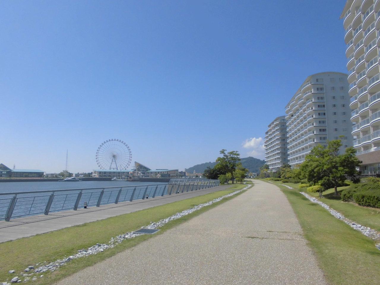海沿いの遊歩道は愛犬の散歩やジョギング、サイクリングなどが楽しめます。