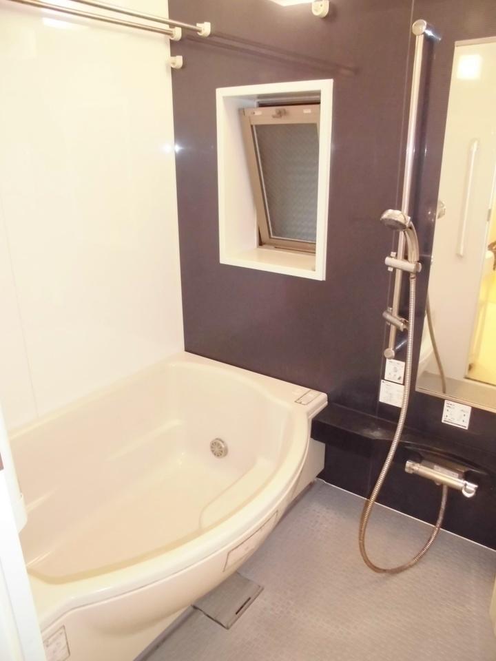 ゆったり寛ぐことのできる浴室は、暖房乾燥機付きで雨の日のお洗濯も助かります!