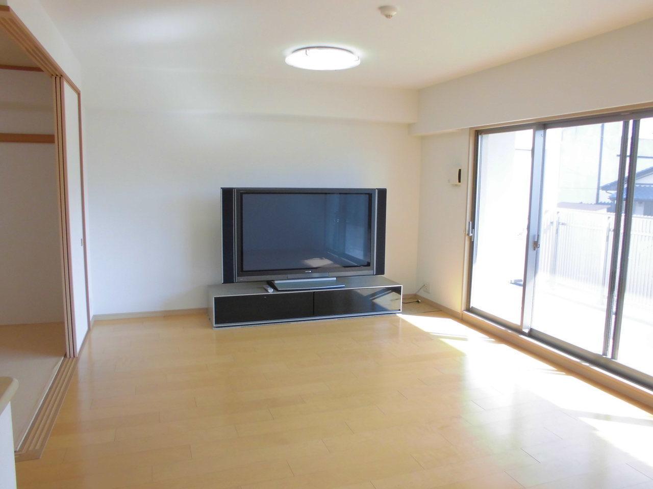 テレビやソファーなどが配置しやすい間取りです。壁掛けのテレビもお洒落でいいかも!?
