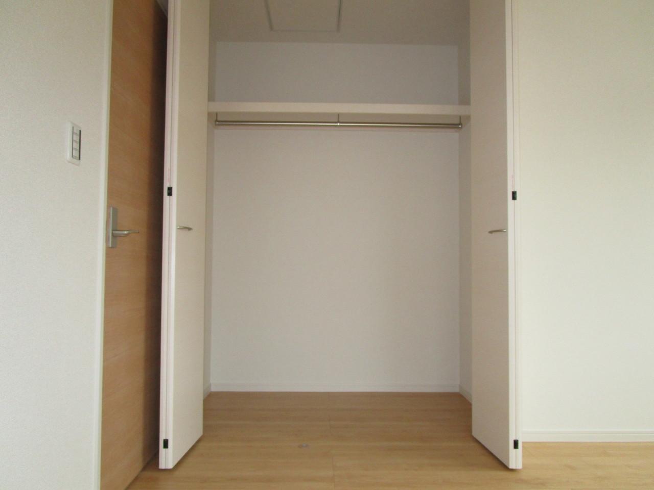 【同社施工例】洋室収納でお部屋がすっきり片付きます