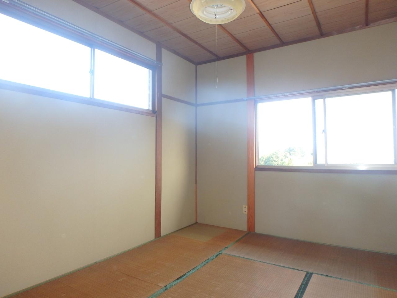 2面採光で明るい和室です。